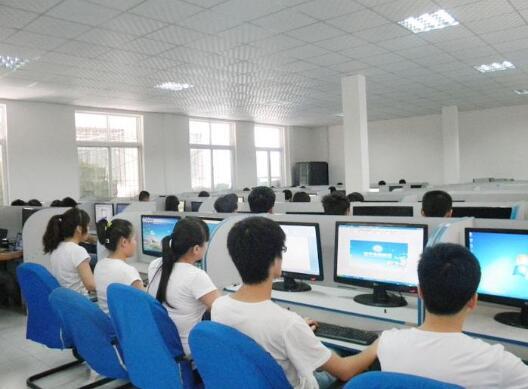 初中毕业能学计算机什么专业吗