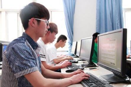 学电脑哪个学校比较好
